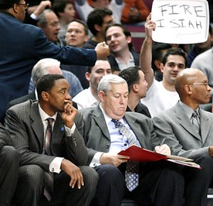 Knicks fan first amendment constitution ejected fire isiah sign